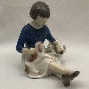 Retired B & G Copenhagen Make Friends Figurine
